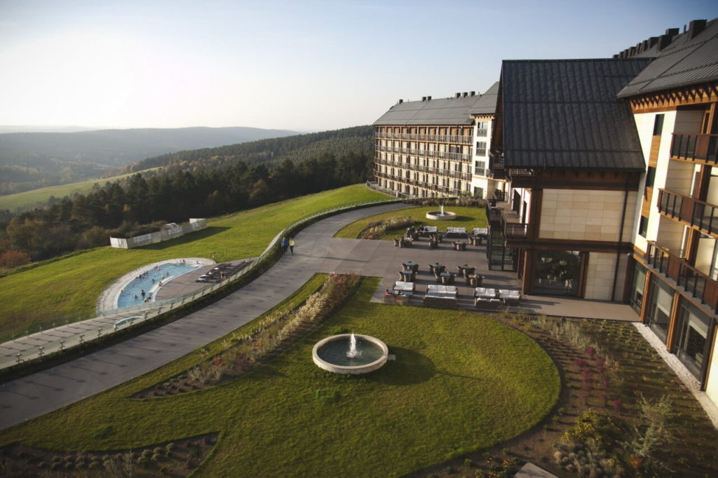 Schränke und Möbel für das Hotel Arłamów